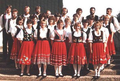 Folkloregruppe in Trachten
