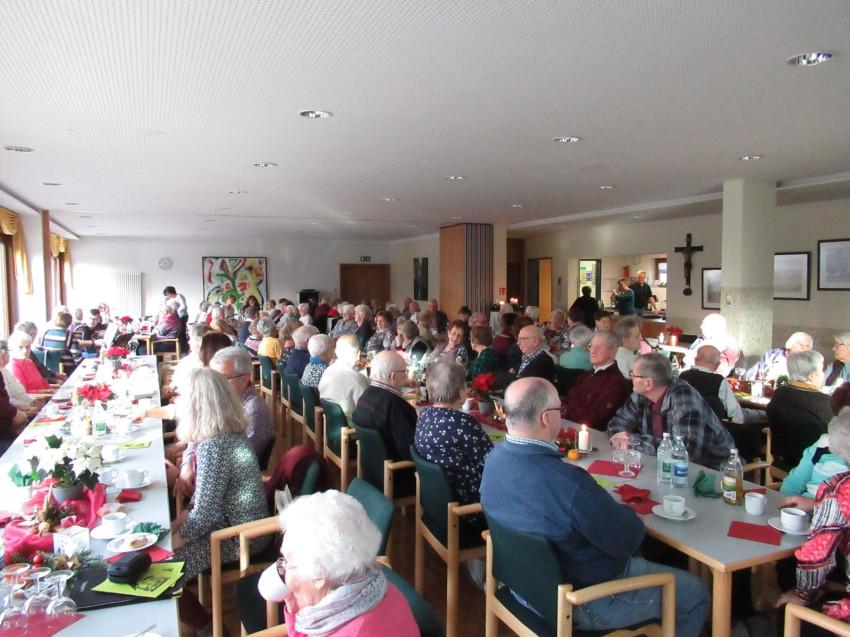 Senioren bei Weihnachtsfeier des Frohen Alters Dunningen und Lackendorf in der Cafeteria des Seniorenzentrums Haus am Adlerbrunnen